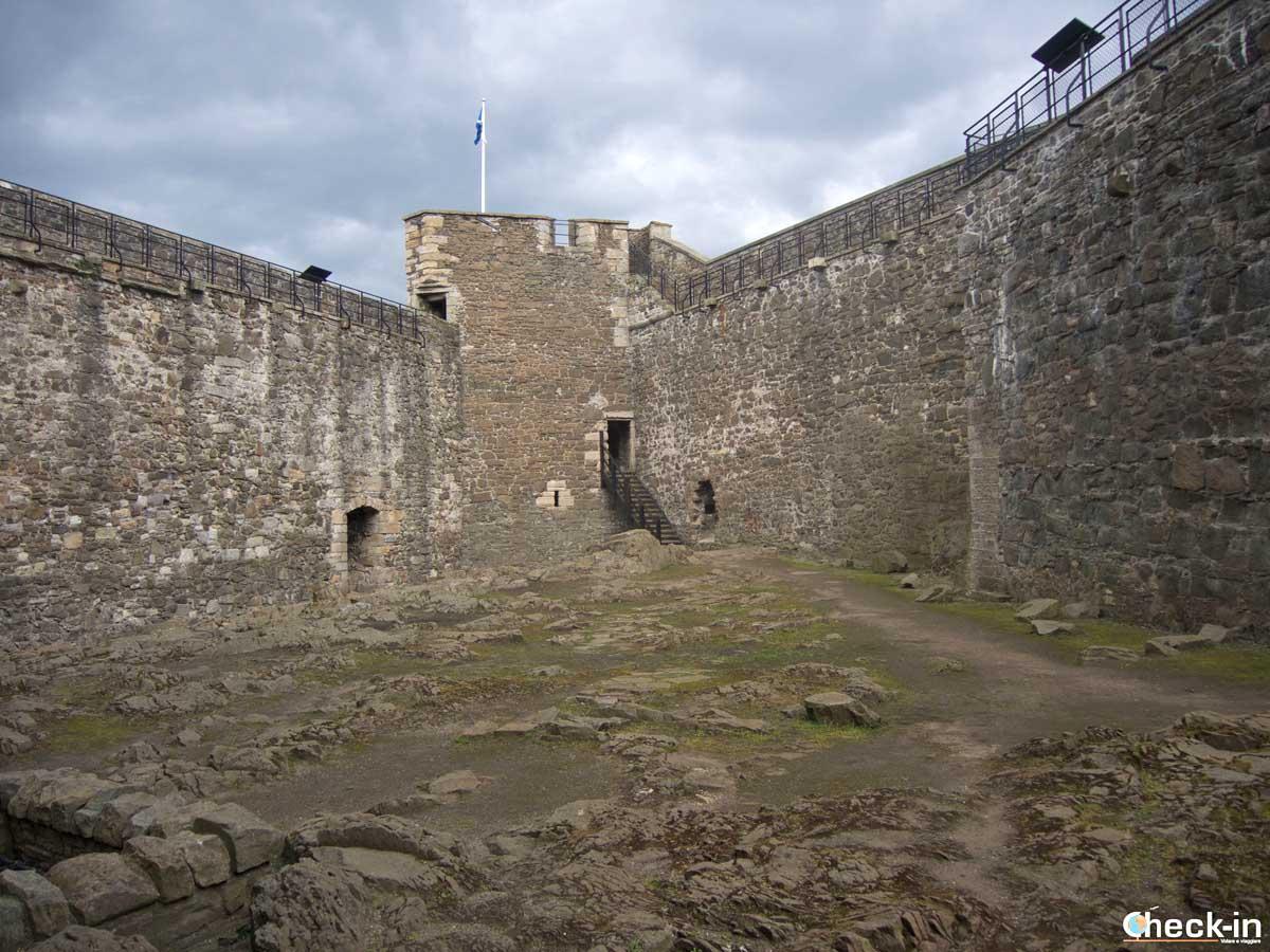 Tour organizzato per visitare le location di Outlander in Scozia