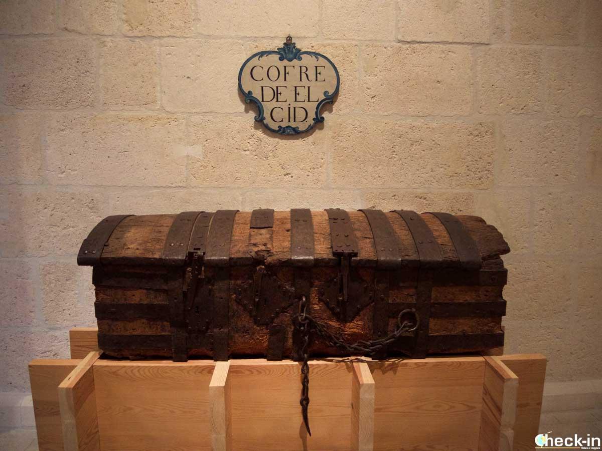 El Cofre del Cid en el claustro alto de la Catedral de Burgos
