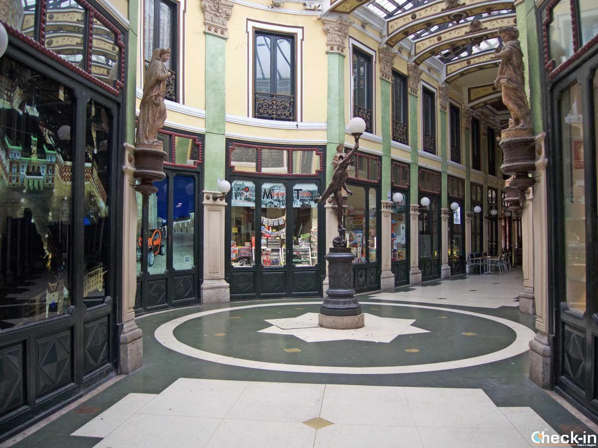 """Scorcio della galleria commerciale """"Pasaje Gutiérrez"""" di Valladolid"""