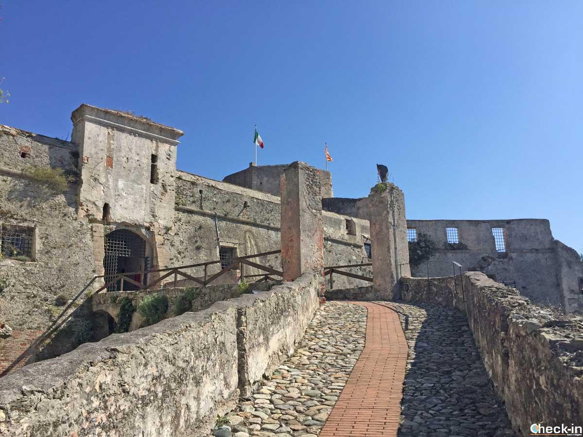 Come raggiungere la Fortezza di Castelfranco a Finale Ligure