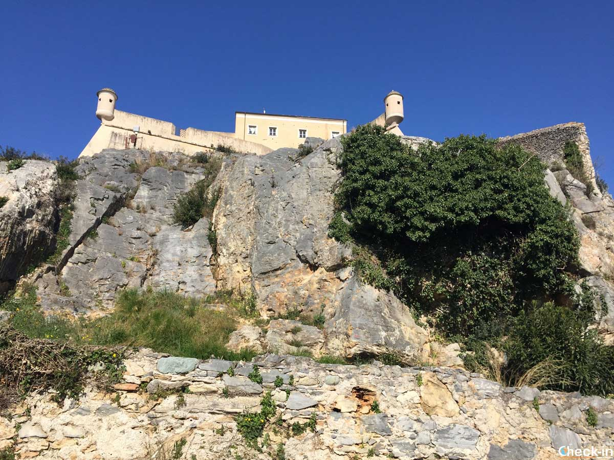 Salita al Forte S. Giovanni a Finalborgo (Liguria)