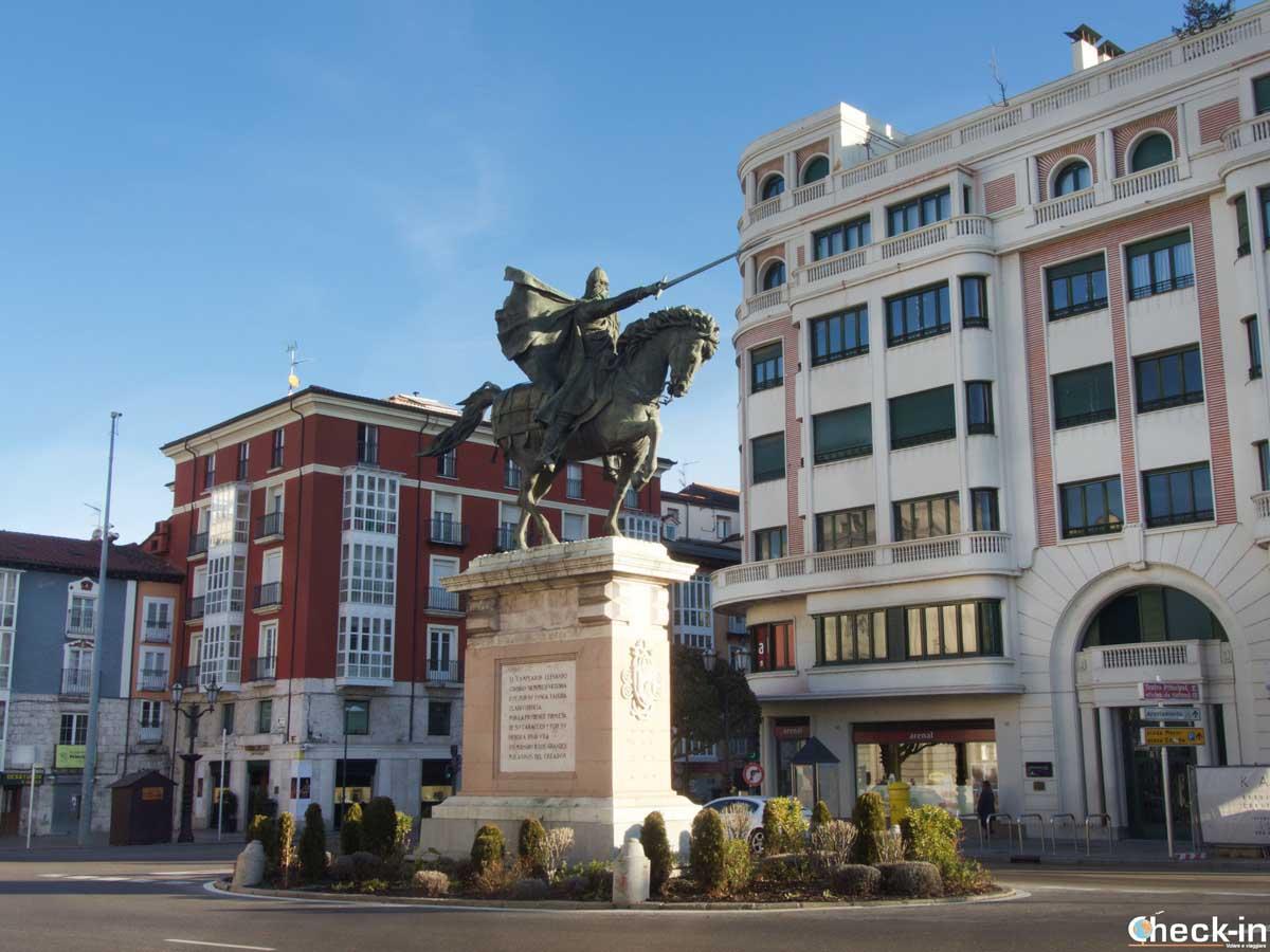 Estatua de El Cid enfrente del Teatro Provincial de Burgos