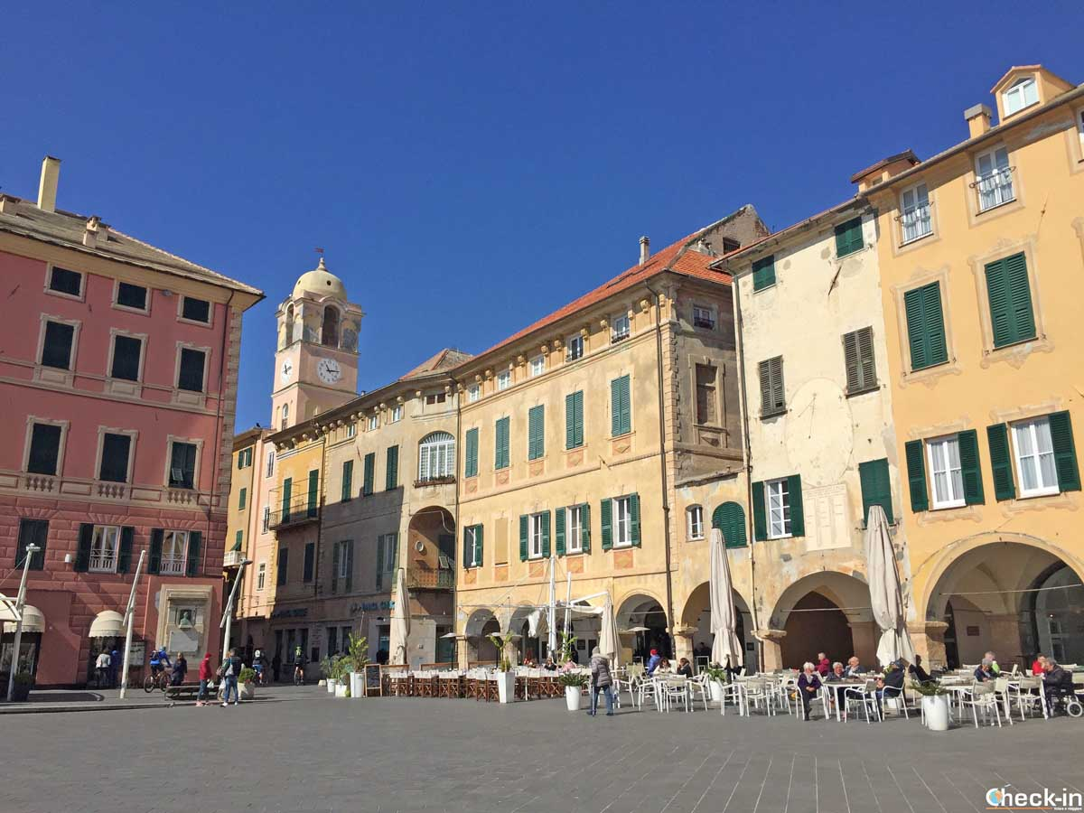 Cosa vedere a Finale Ligure: Piazza Vittorio Emanuele II