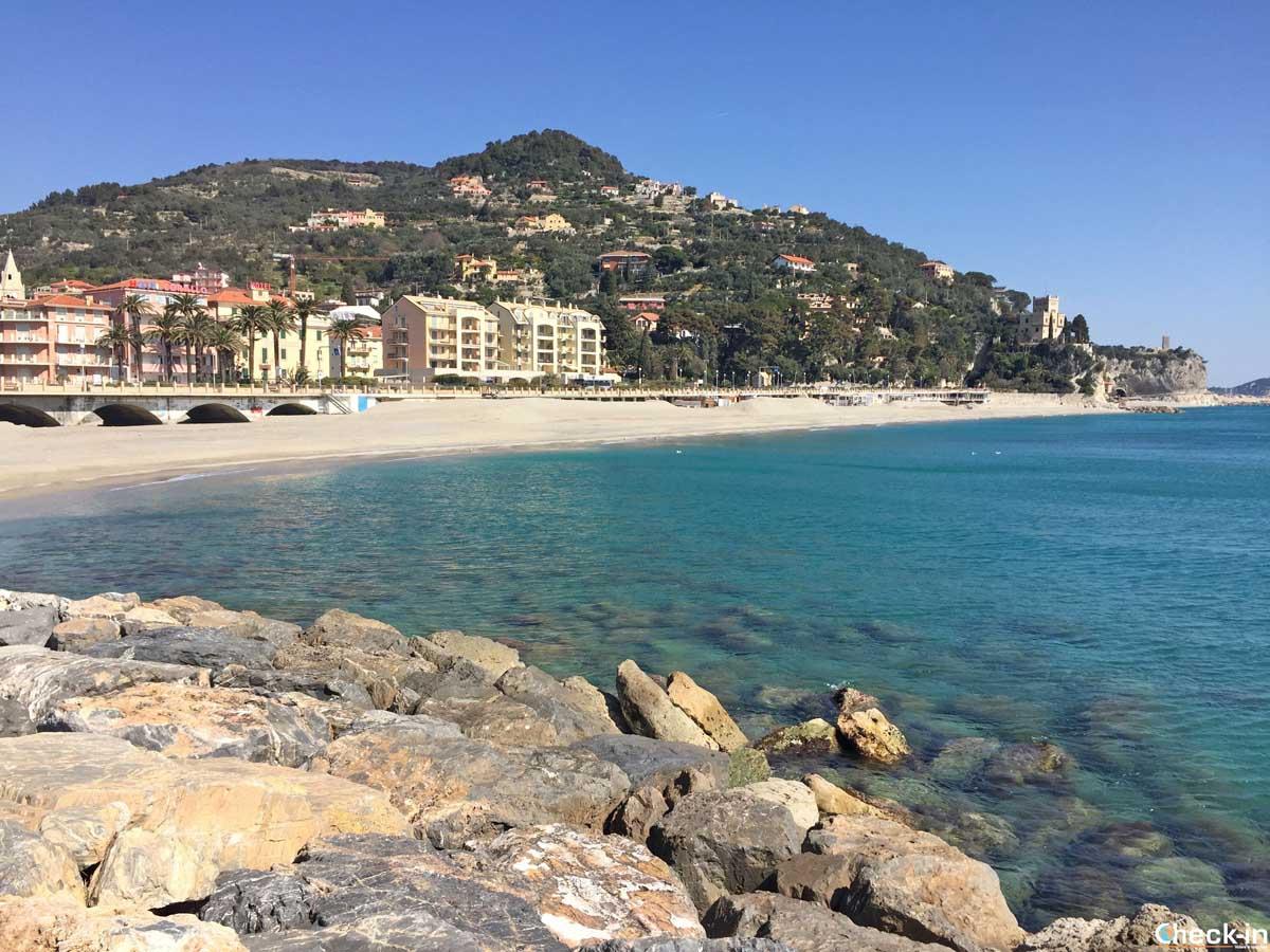 Le spiagge di Finalpia a Finale Ligure