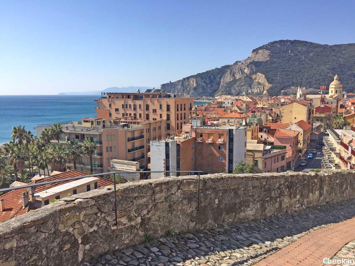 Scorcio di Finalmarina dalla Fortezza Castelfranco (Liguria)