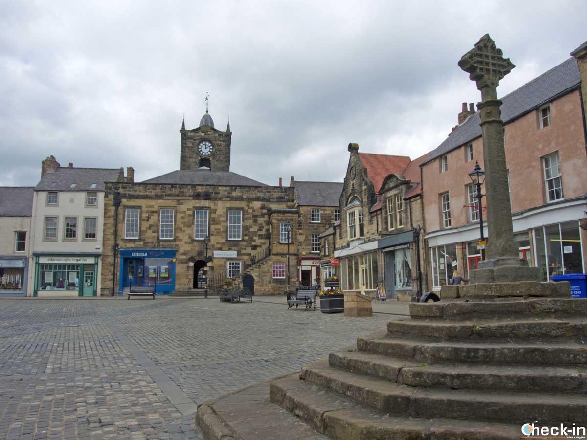 Due passi nella cittadina di Alnwick durante il tour da Edimburgo