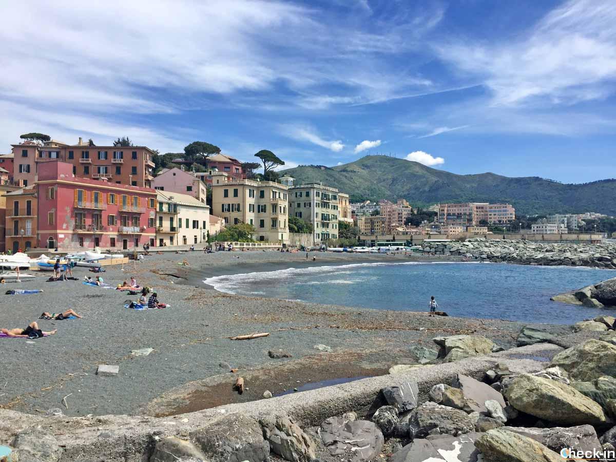 Spiaggia di Vernazzola nel quartiere di Genova Sturla