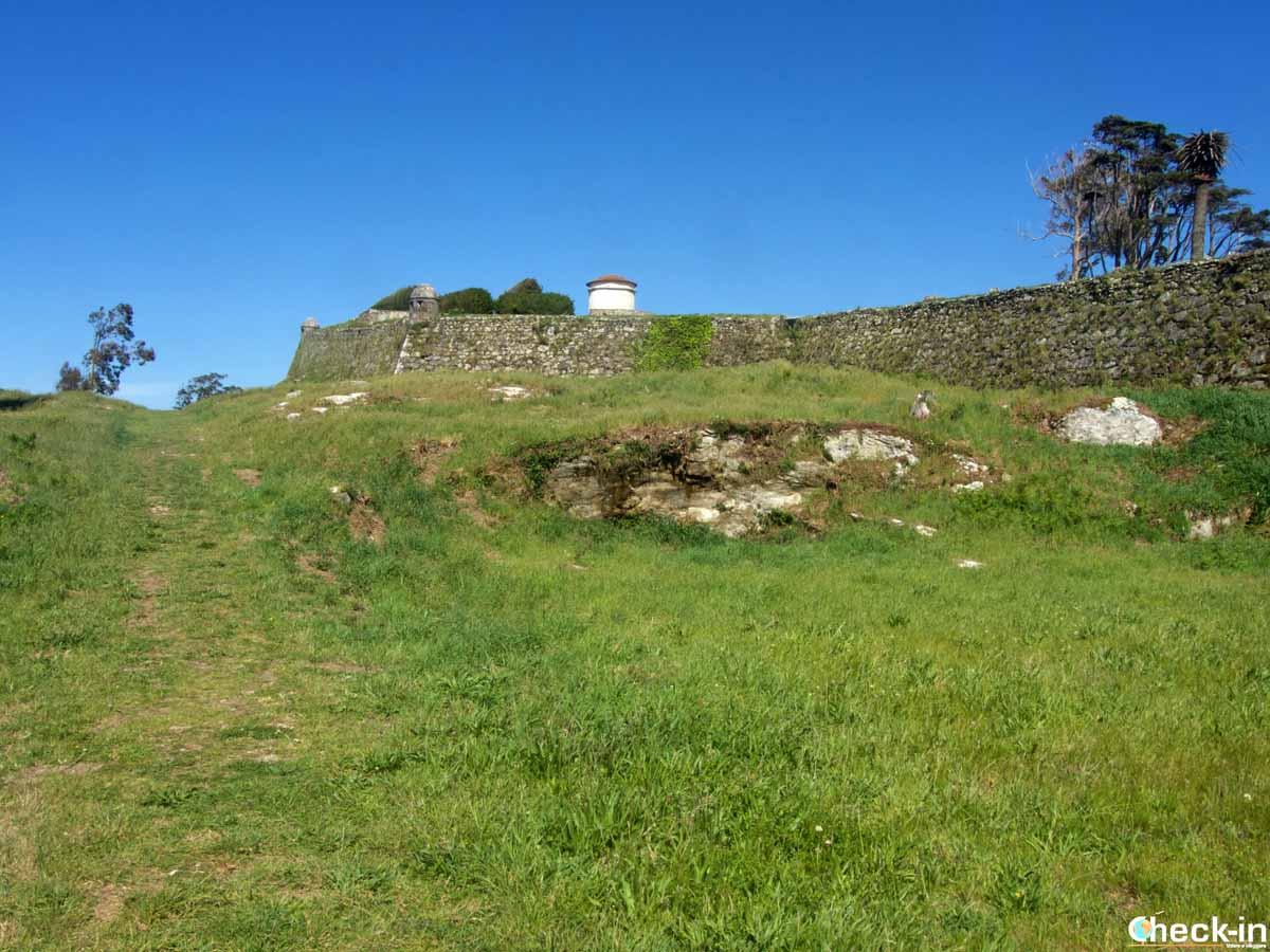 Visita delle rovine del Castillo de Santa Cruz - A Guarda, Spagna