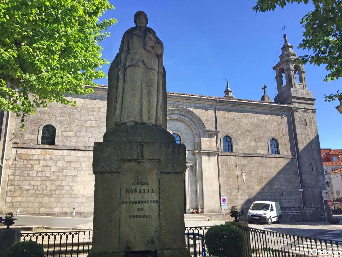 La Iglesia de Santiago vista dal Paseo del Espolón di Padrón