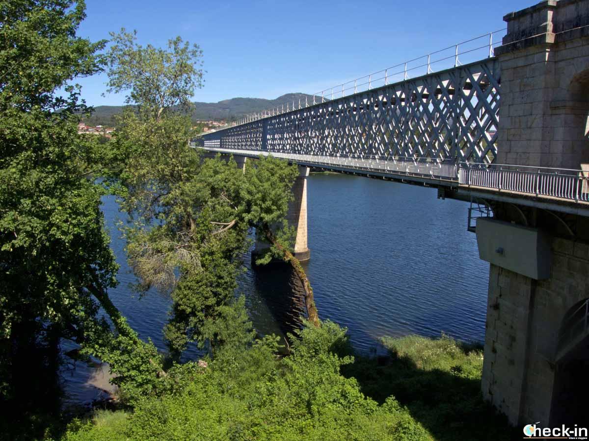 La frontiera tra Spagna e Portogallo sul fiume Miño