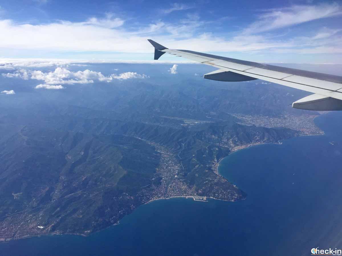 In volo con Vueling sulla costa ligure