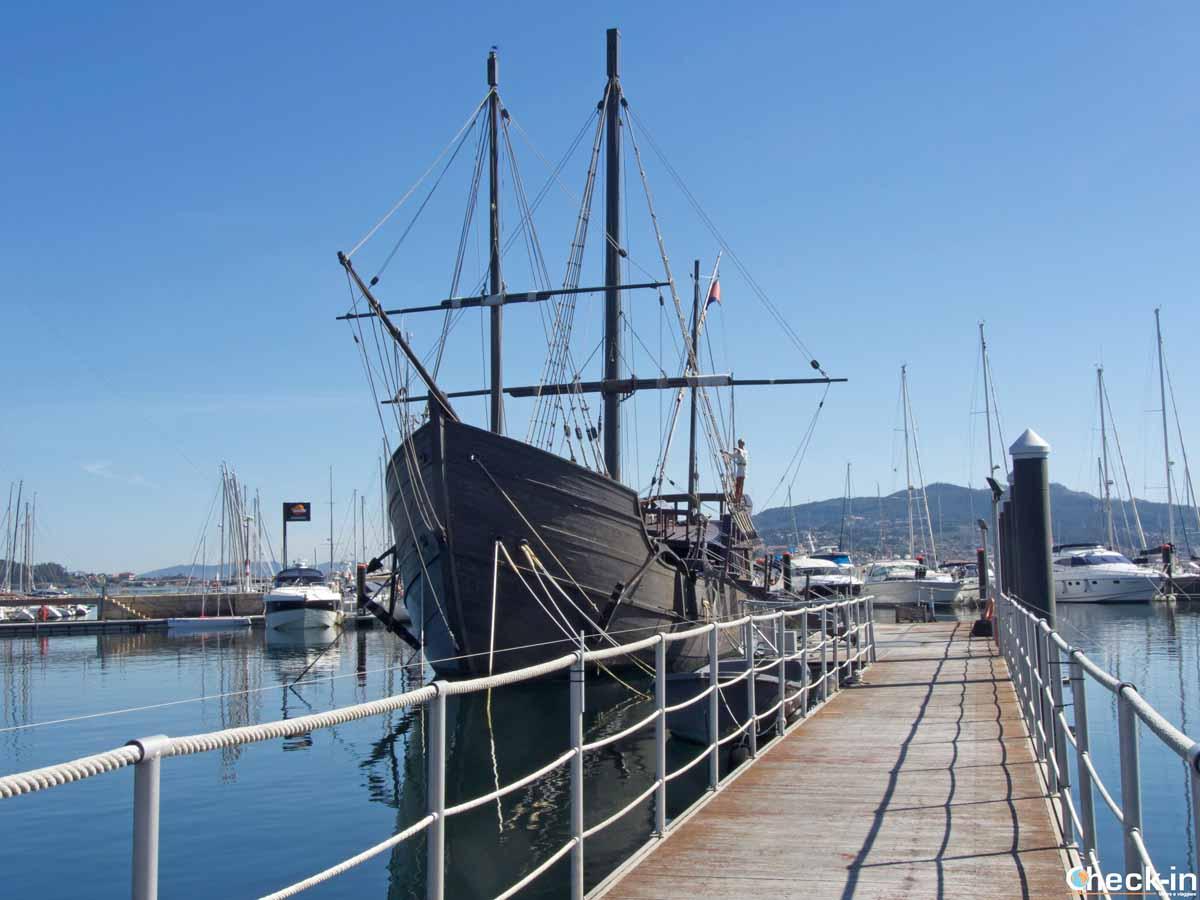 La caravella Pinta ormeggiata a Baiona (Galizia)