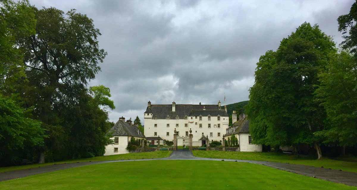 """Traquair House (Scottish Borders), visita della casa abitata più antica della Scozia e """"fortino"""" dei sovrani Stuart"""