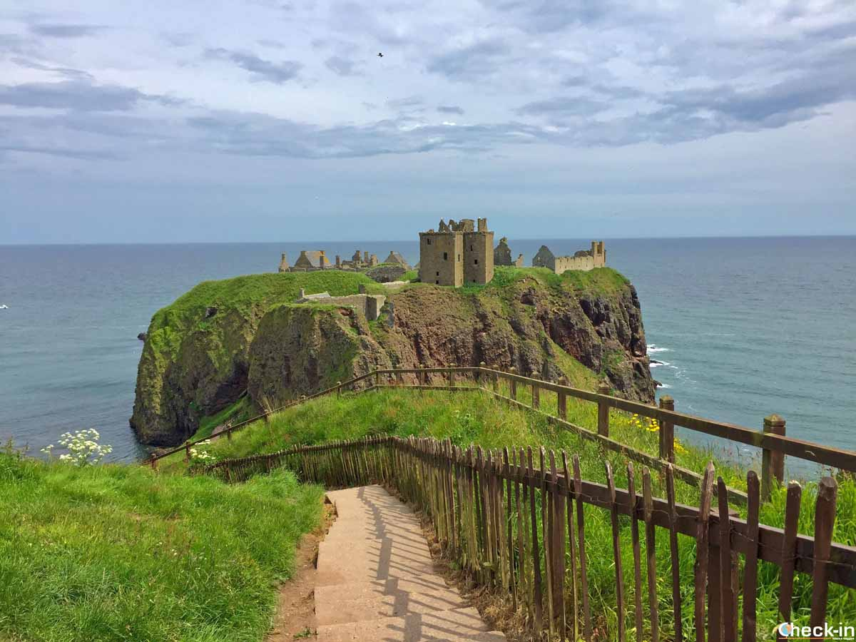 Visita del castello di Dunnottar a Stonehaven (Scozia)