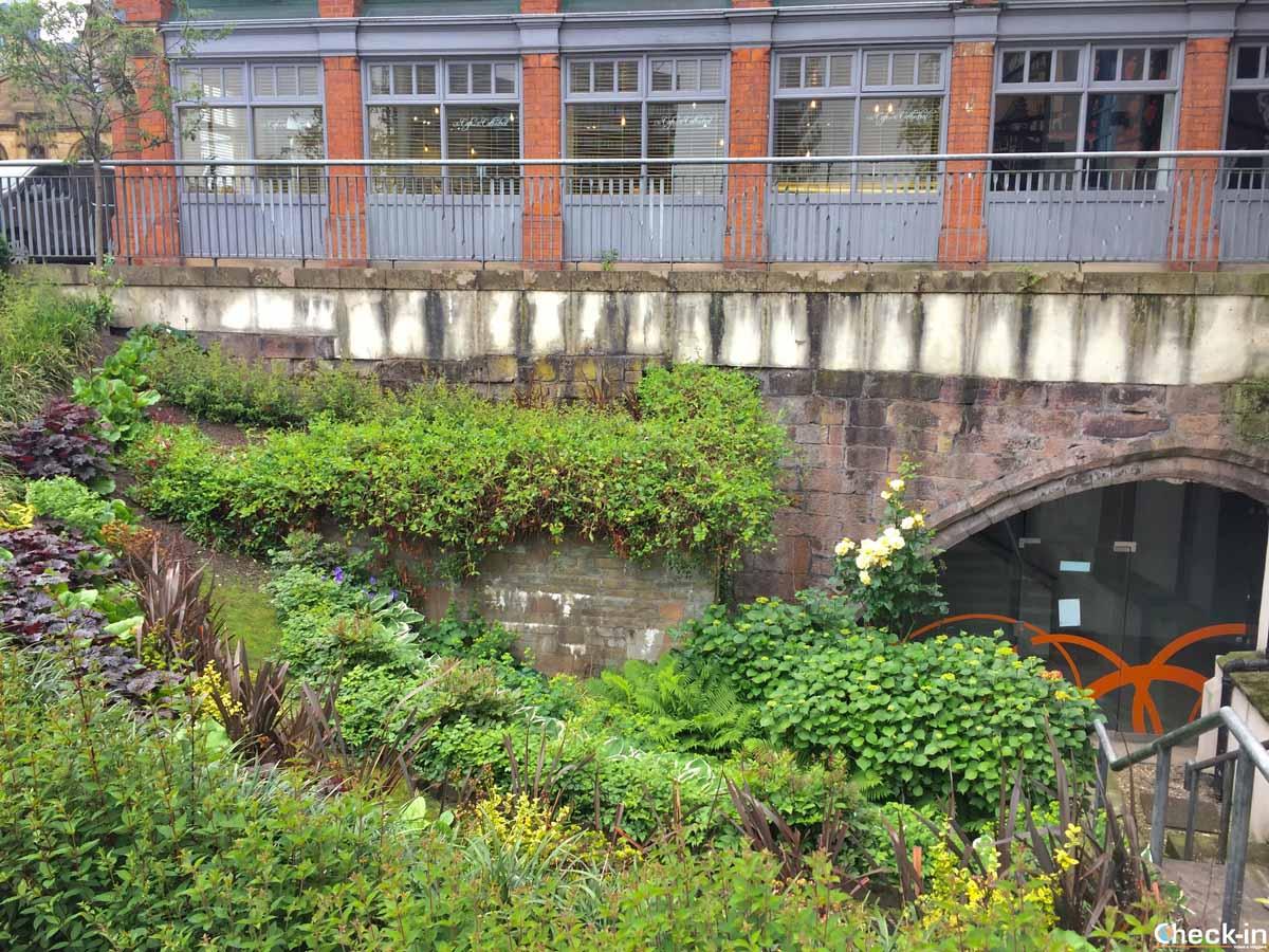 Resti dell'Hanging Bridge vicino alla Cattedrale di Manchester