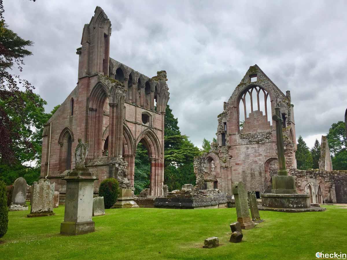 Le rovine della Dryburgh Abbey (Scozia)
