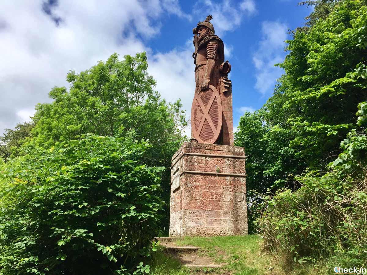 La prima statua eretta in Scozia in onore di William Wallace
