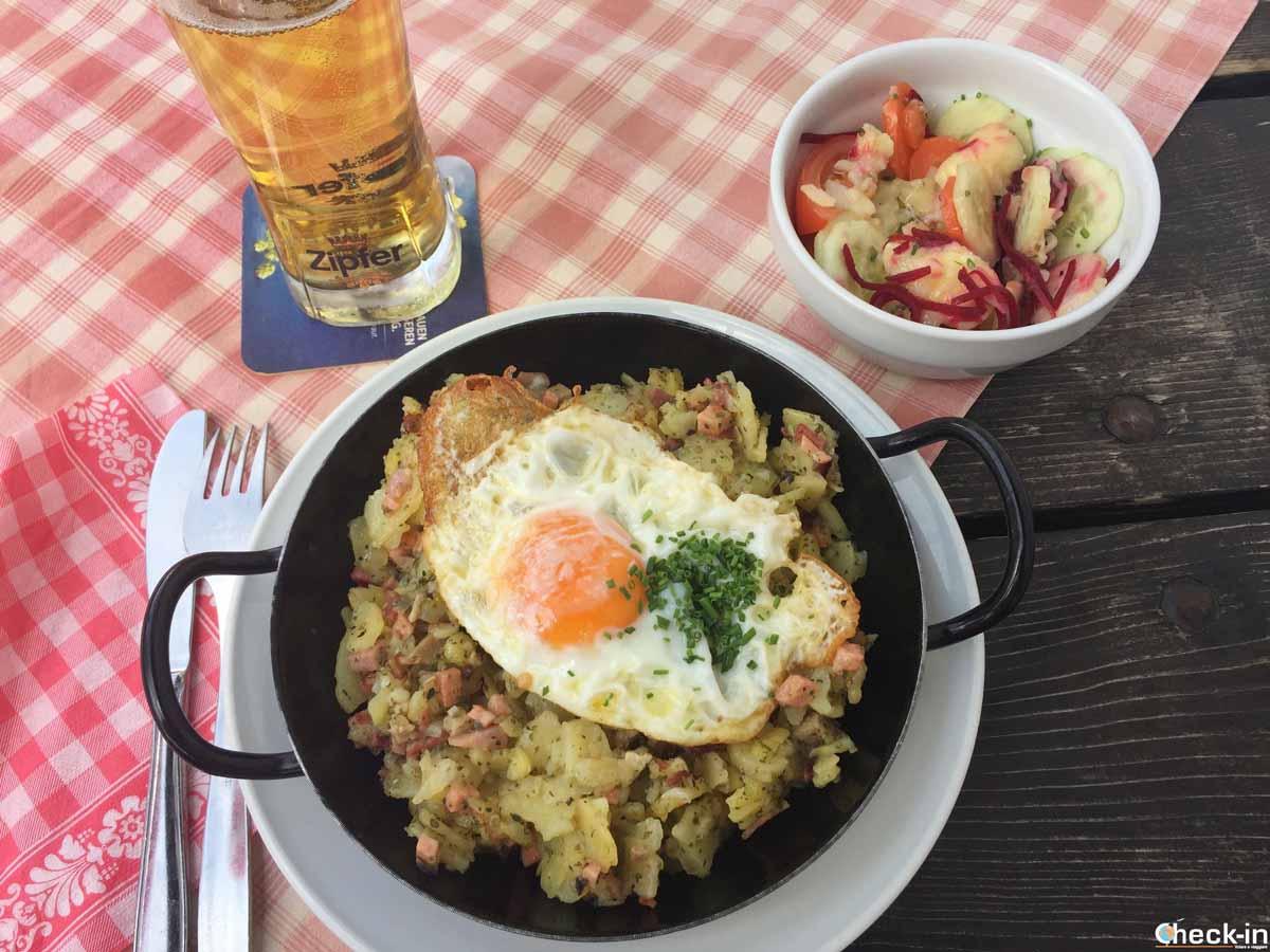 """Cosa mangiare di tipico in Austria: il """"Tiroler Gröstl"""""""