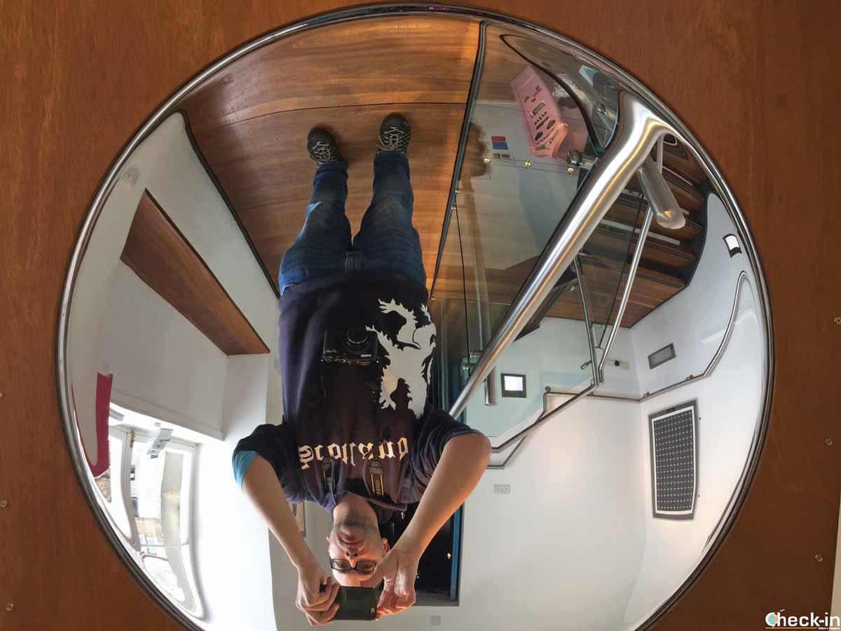 Gioco di specchi e prospettive nel World of Illusions di Edimburgo