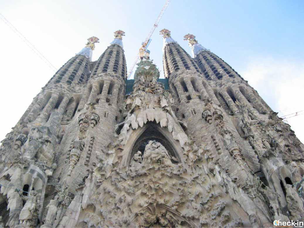 Facciata della Sagrada Familia a Barcellona