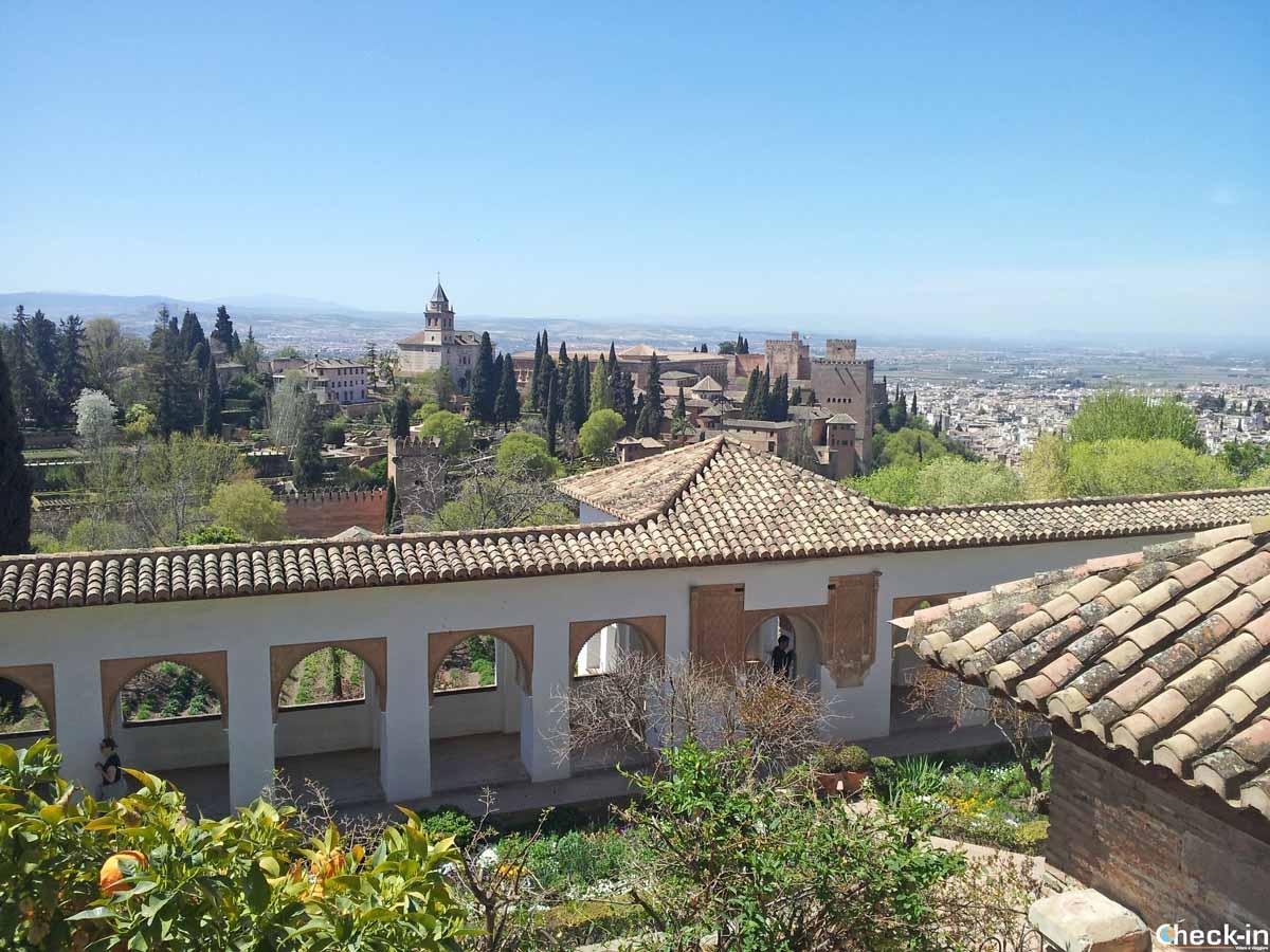 Vista panoramica sull'Alhambra di Granada - Andalusia, Spagna meridionale