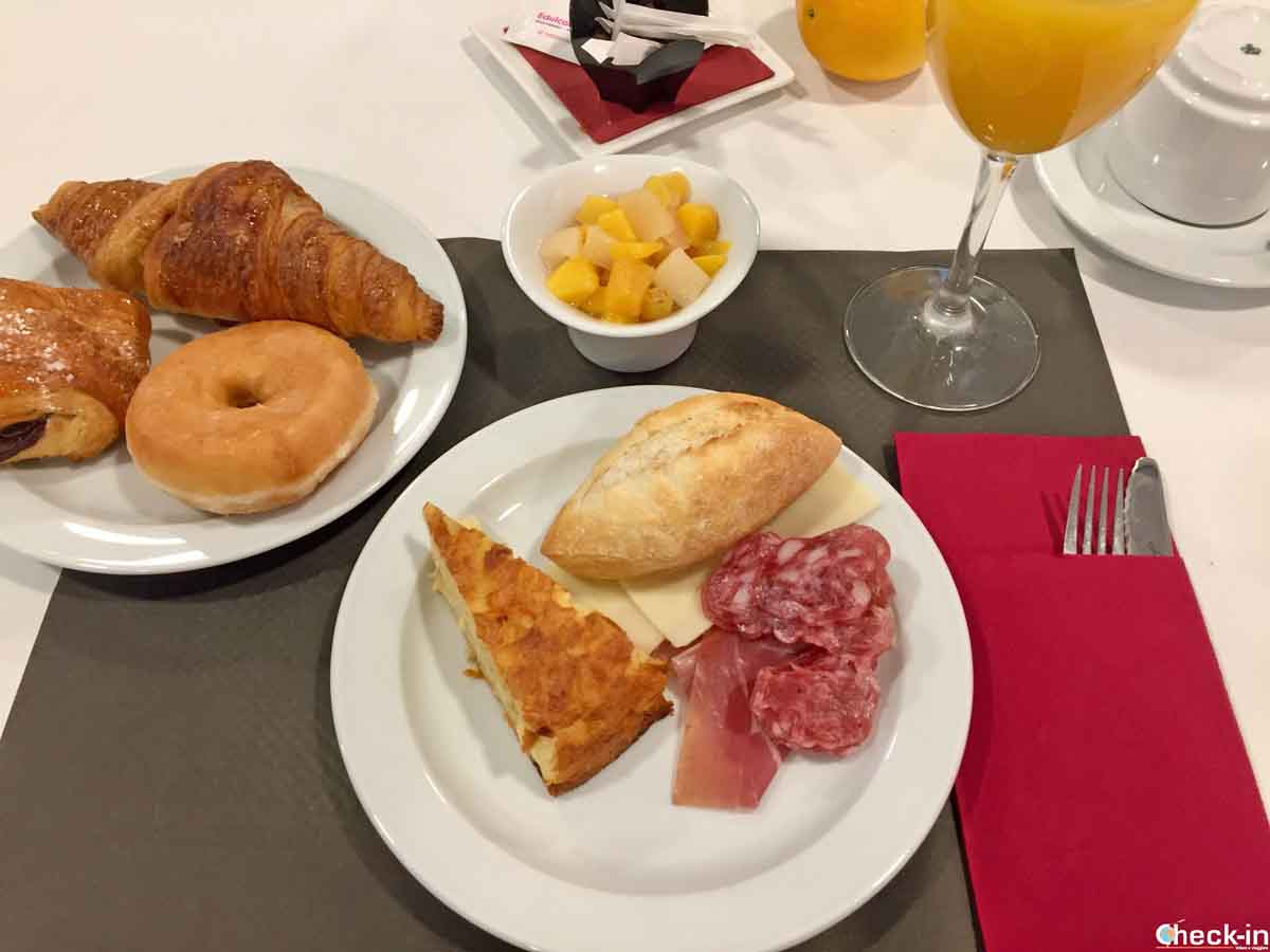 Colazione a buffet all'Hotel Acta Rambla di Lleida (Catalogna)