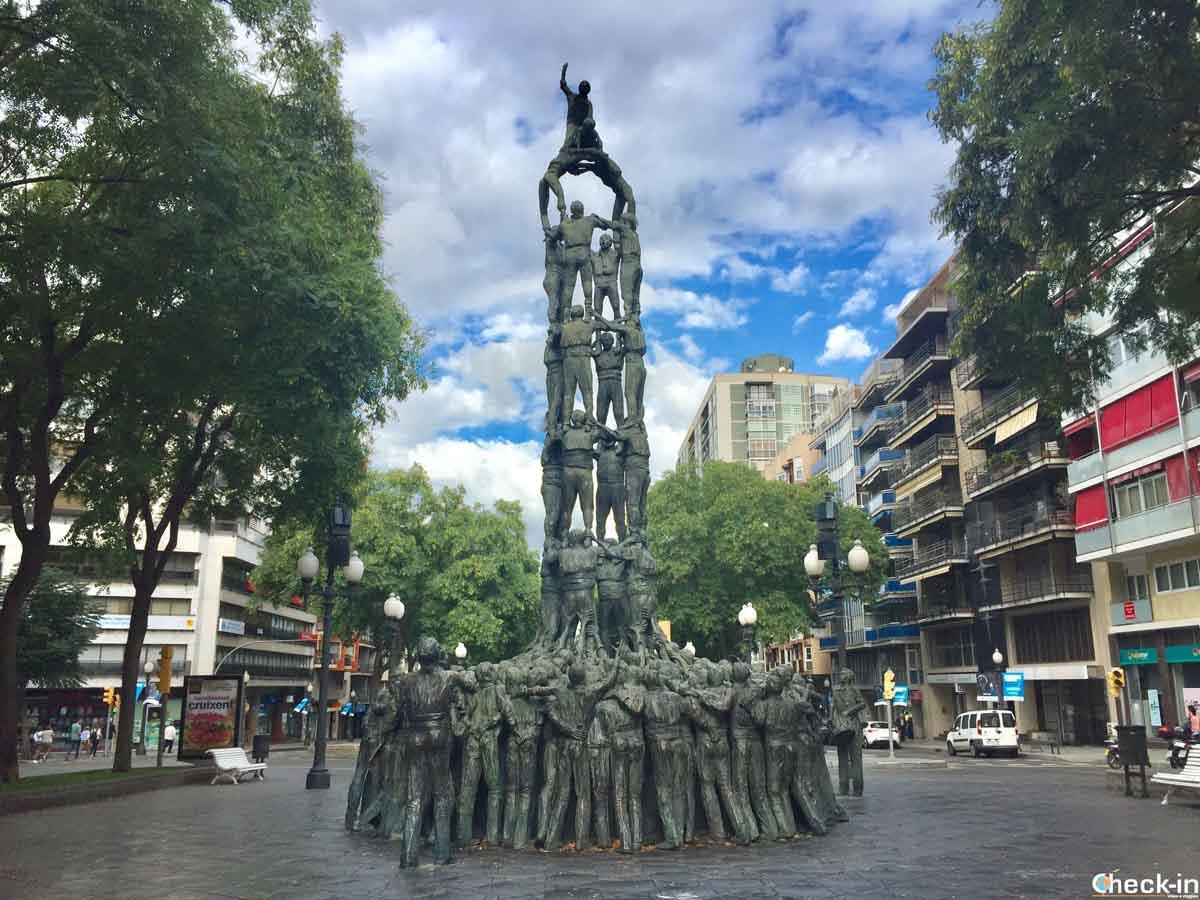 Monumento ai Castellers in centro a Tarragona (Spagna)