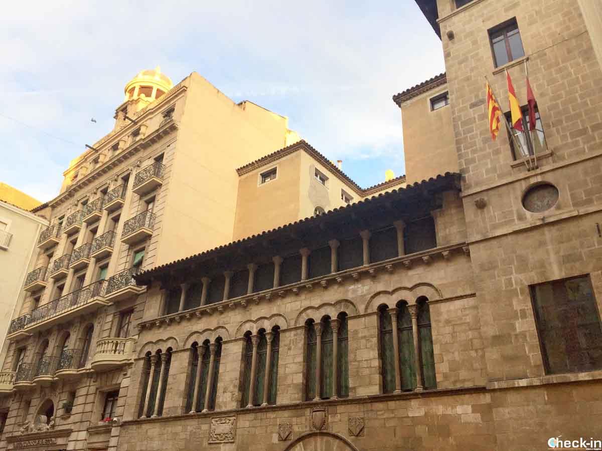 Cosa vedere a Lleida in un giorno: Plaça de la Paeria