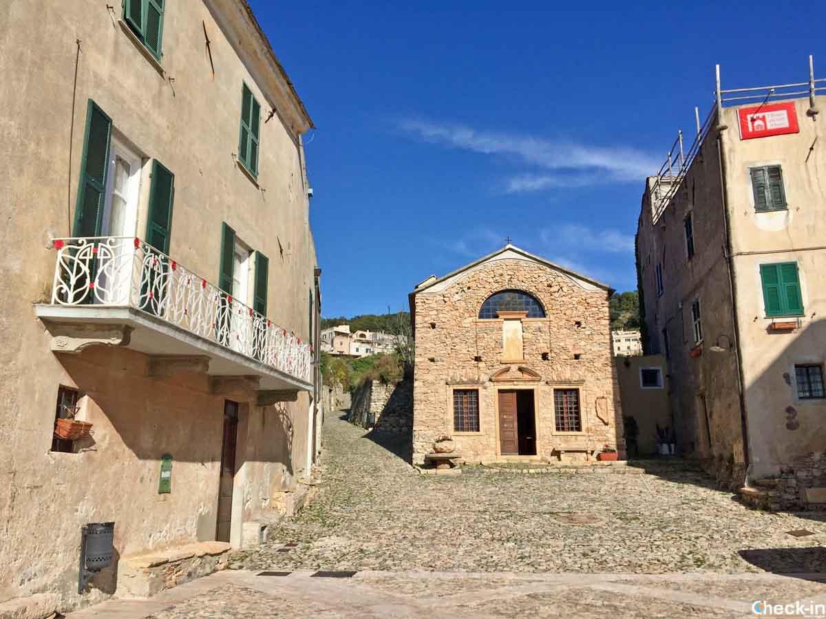 Luoghi più suggestivi della Liguria: Piazza Sant'Agostino a Borgio Verezzi