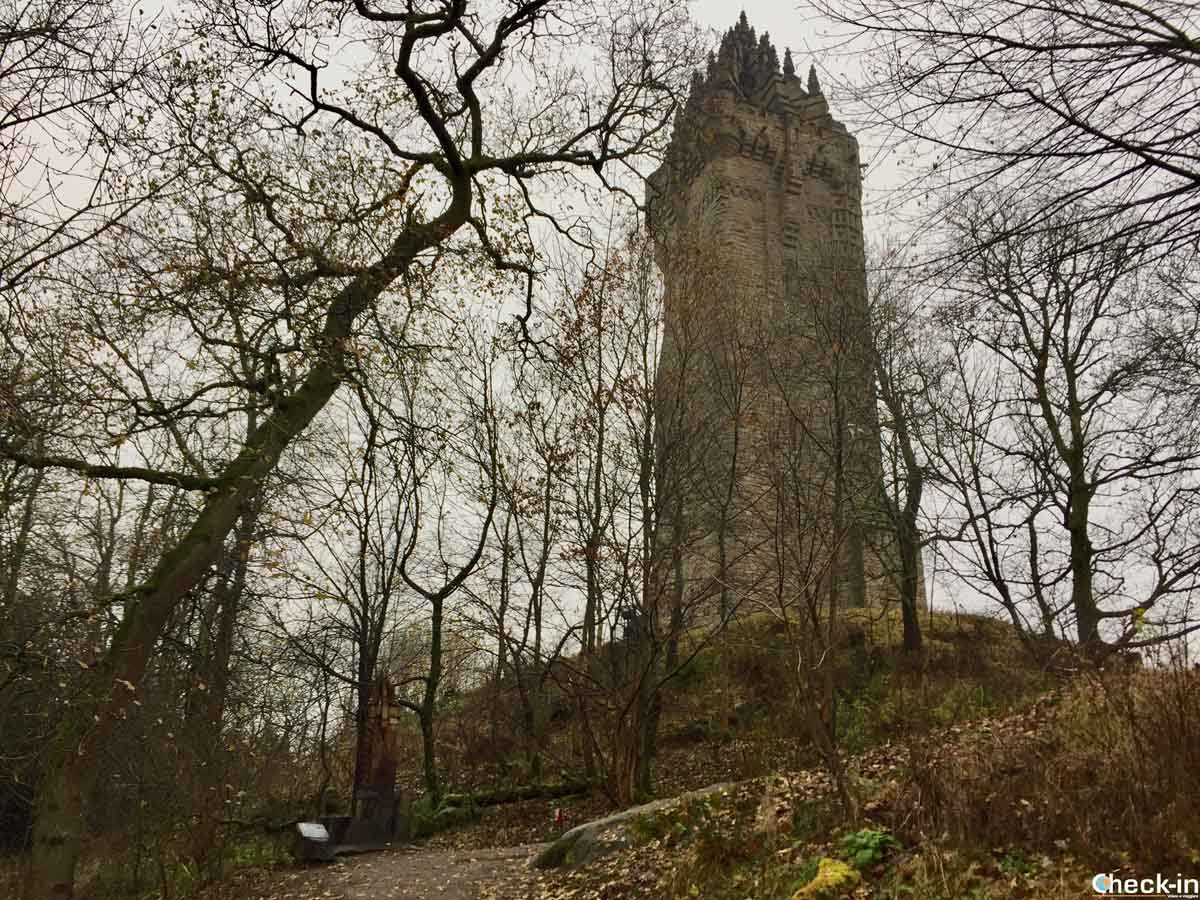 Salita al National Wallace Monument a Stirling