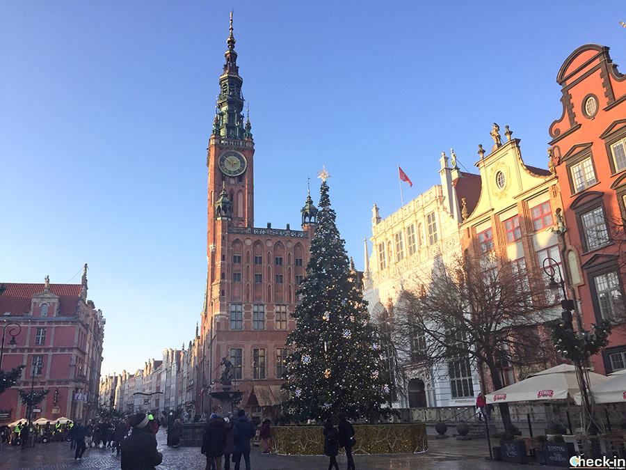 Cosa vedere a Danzica: Piazza del Mercato, Torre del Municipio, Fontana di Nettuno e Corte di Re Artù