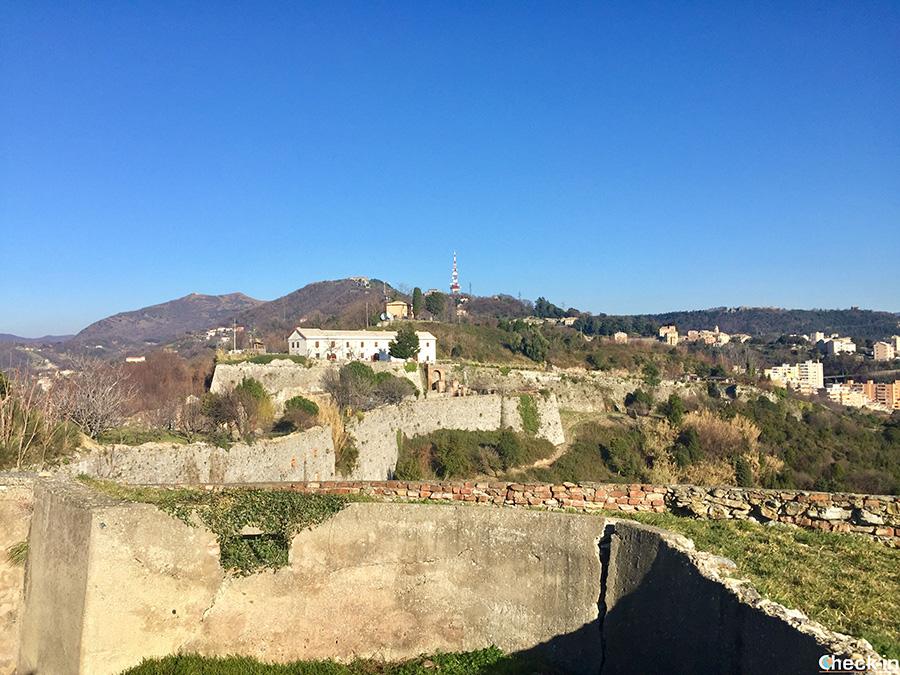 Resti militari sul Forte Tenaglie di Genova (fronte polceverasco)