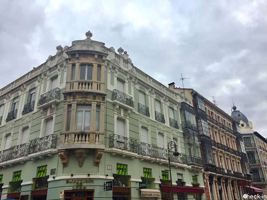Edifici modernisti in calle Ancha a León (Spagna)
