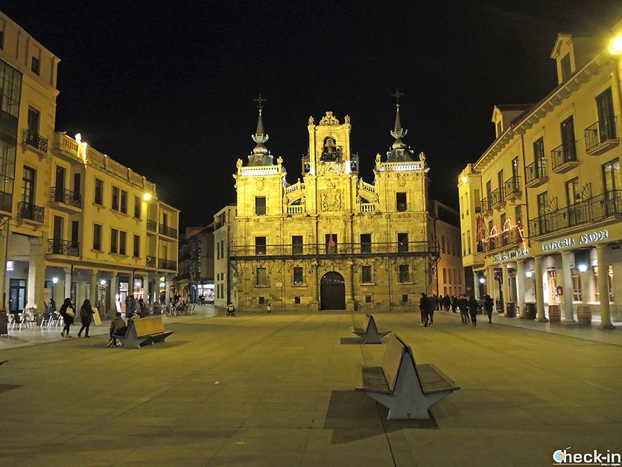 Plaza Mayor di Astorga by night - Castiglia e León (Spagna)