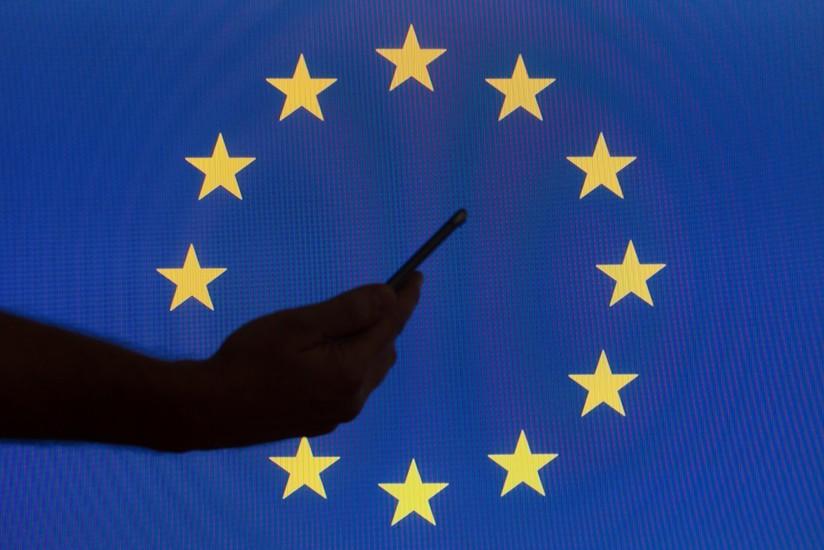 Viaggiare in Europa: i costi di sms, chiamate ed internet