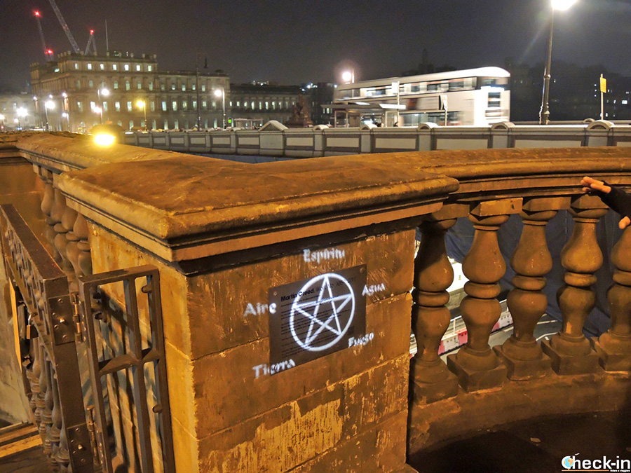 Visita guiada de noche por Edimburgo - North Bridge (Old Town)
