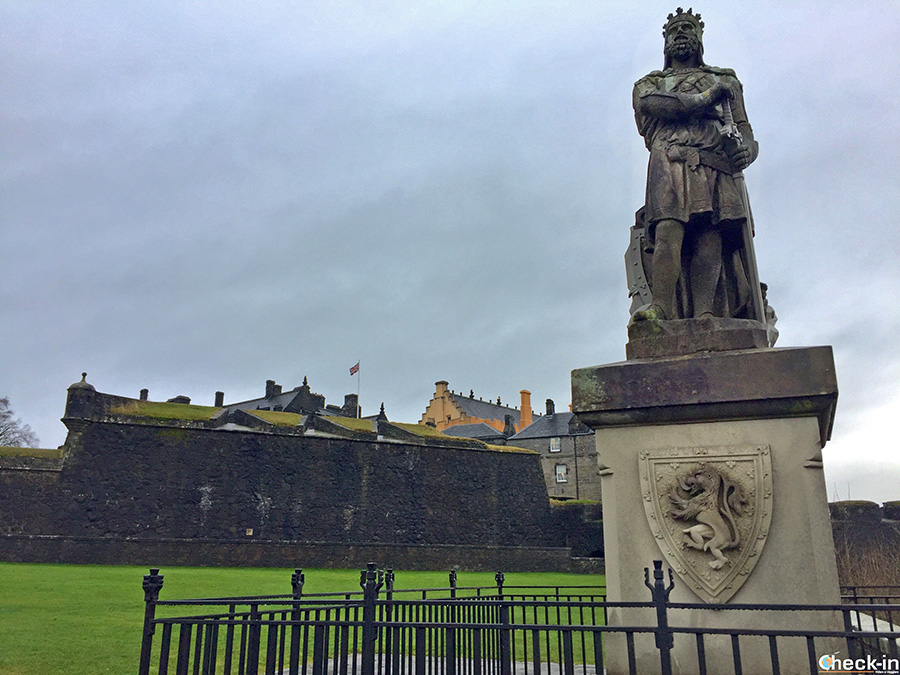 What to see in Stirling city centre: Robert The Bruce Statue
