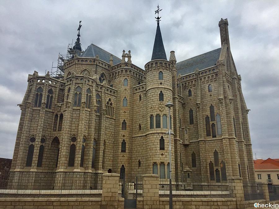Palacio Episcopal de Gaudí en Astorga - Castilla y León