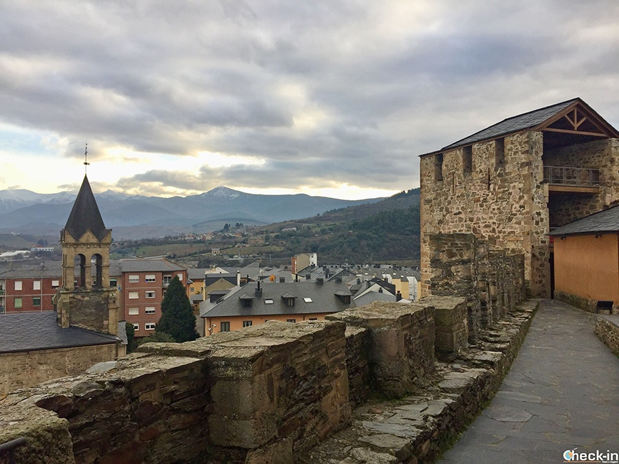Recorrido por las murallas del Castillo de Ponferrada (Castilla y León)