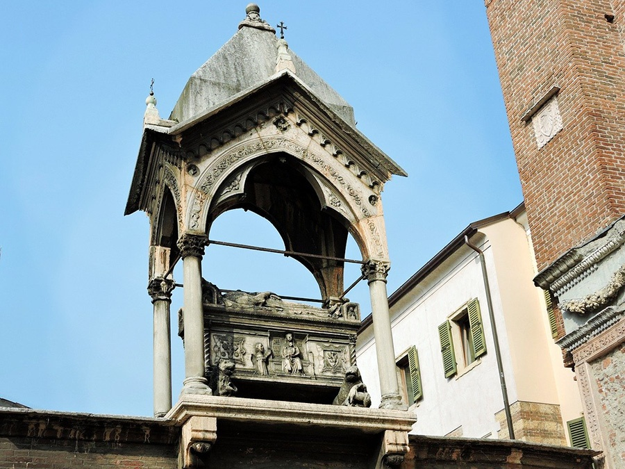 12 cose da fare e vedere a Verona: Arche Scaligere (Piazza delle Erbe)