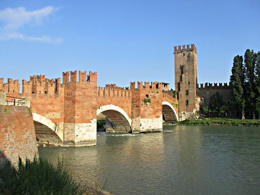 12 luoghi da vedere in centro a Verona: Ponte Scaligero e Castelvecchio