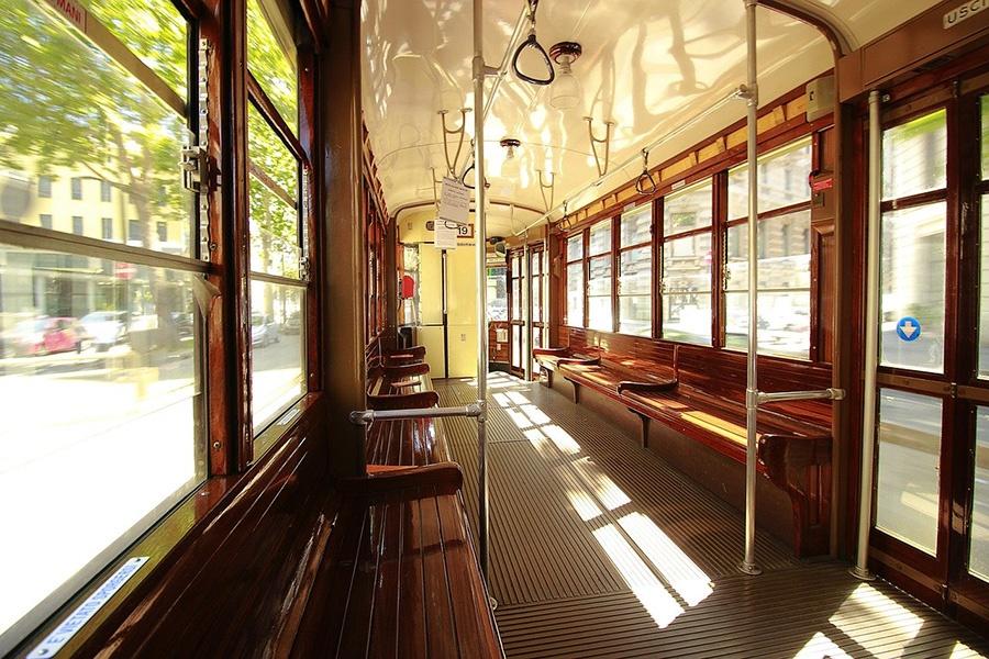 Muoversi in tram in centro a Milano - Vacanza in Italia senza auto