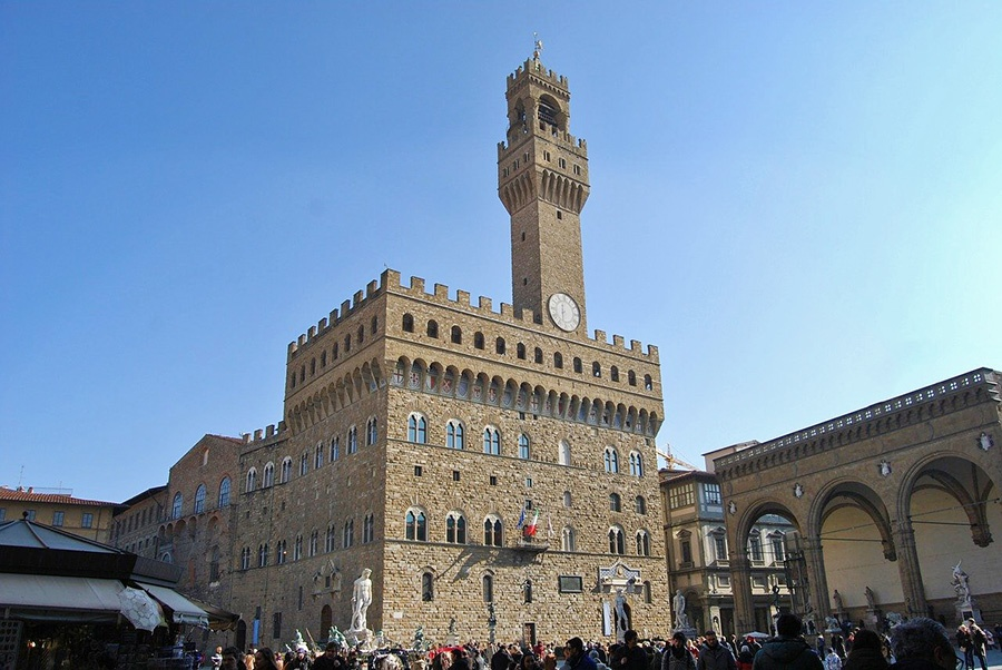 Tips and itineraries for discovering Florence Historic Centre - Palazzo Vecchio at Signoria Square