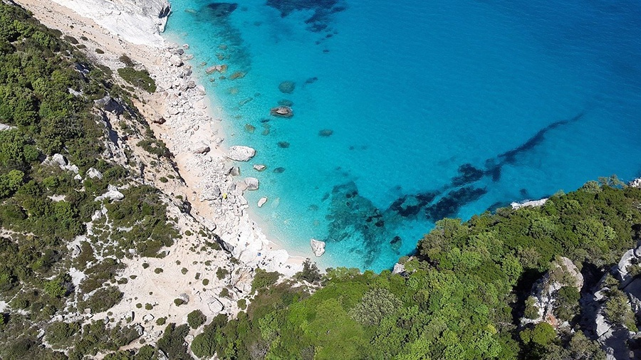 Information about getting to Sardinia and local weather