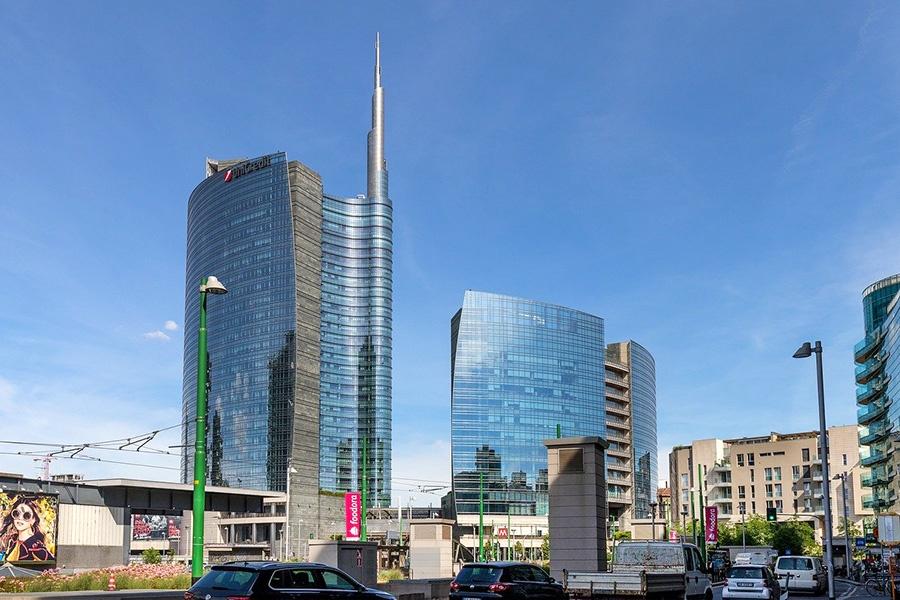 Architettura contemporanea in Piazza Gae Aulenti a Milano (Italia)