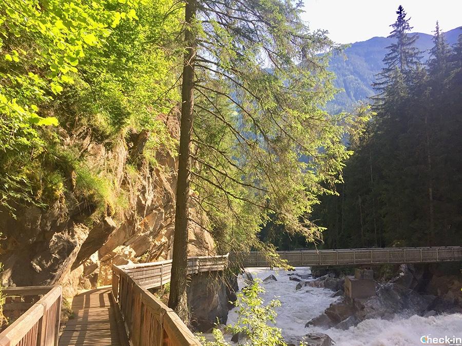 Ponte Wellerbrücke sul fiume Oetztaler Ache