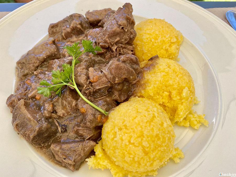Pranzo all'Albergo Ristorante Montagna di Luce a Pedemonte (Alagna Valsevia) - Piatto di polenta e cervo