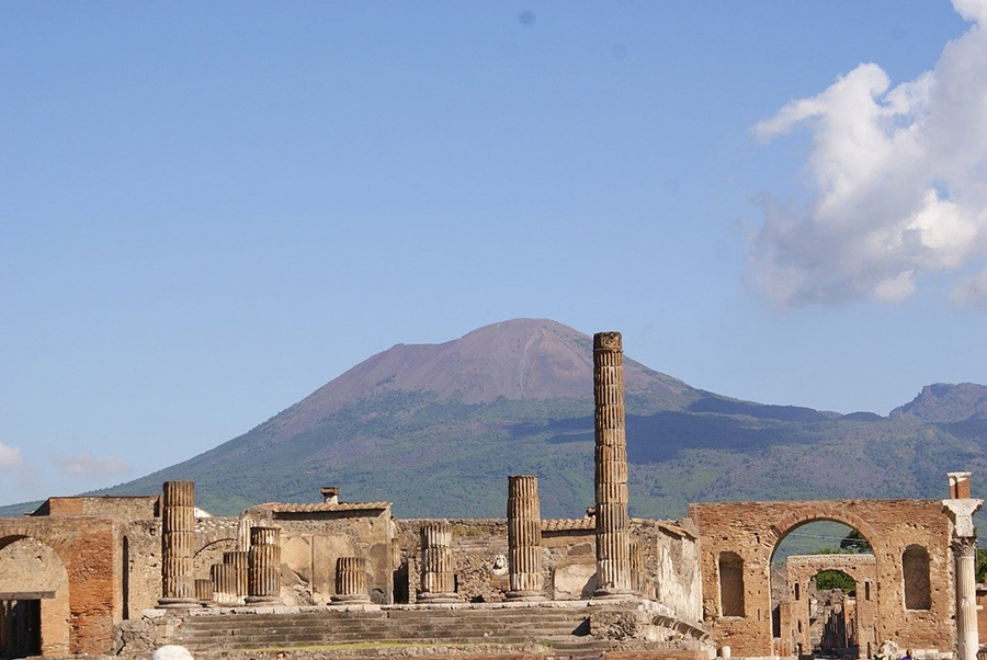 Day trip from Naples to visit the ruins of Pompeii - Italy's UNESCO World Heritage Site