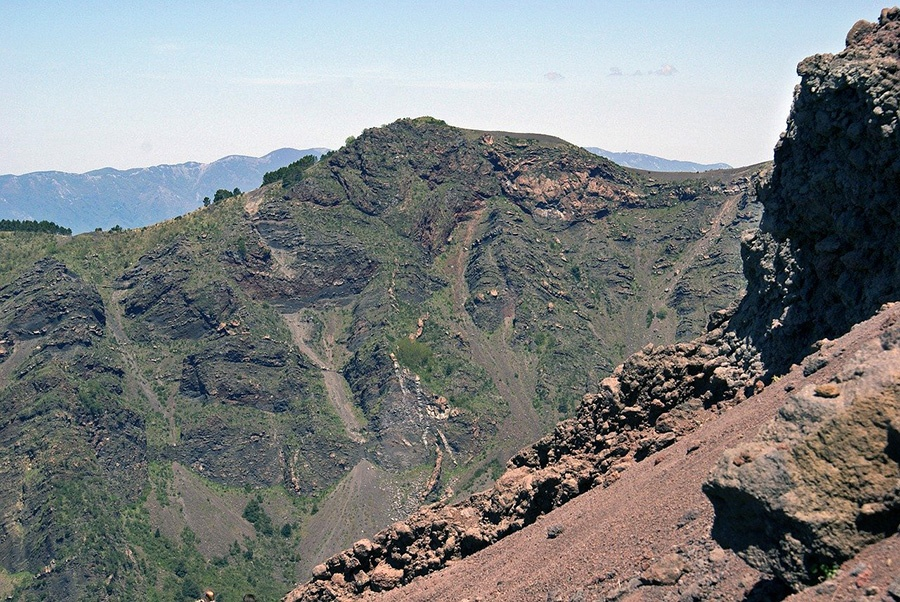 Best daily excursions from Naples: hiking to Vesuvius volcano (Italy)