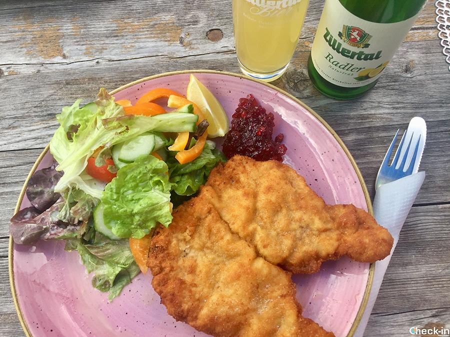 Wiener schnitzel al rifugio Grawand Huette nella Zillertal (Tirolo)